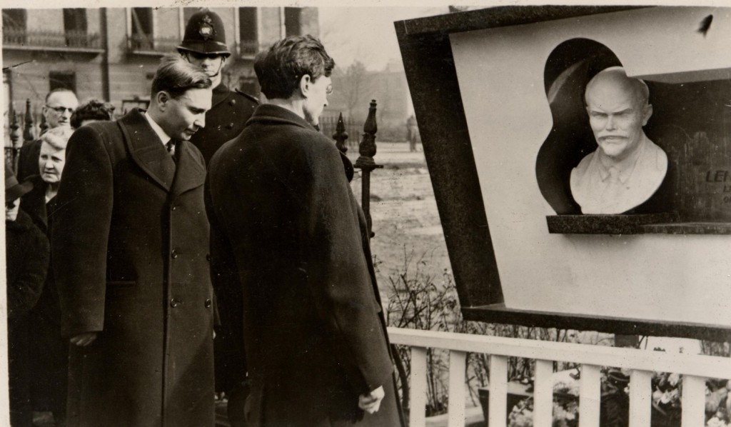 Image of the opening of memorial to Lenin in Holborn Square, Finsbury, 1942.